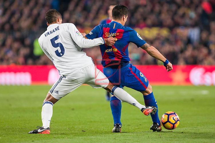 League Santander 2016/2017. Game: 14.<br /> FC Barcelona vs Real Madrid: 1-1.<br /> Varane vs Luis Suarez.