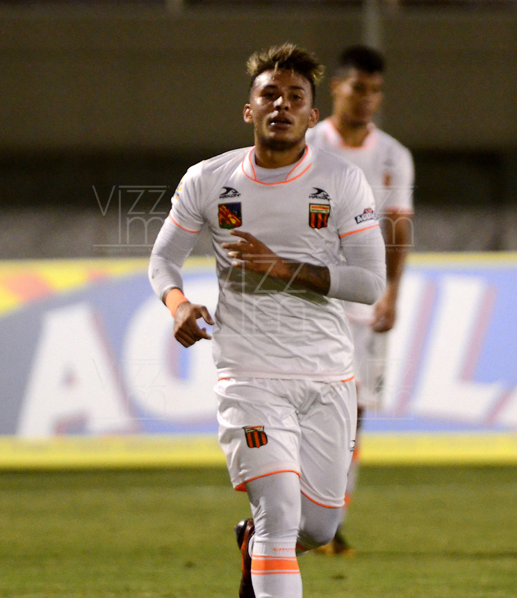 ENVIGADO - COLOMBIA - 09 - 02 - 2018: Duvan Vergara, jugador de Envigado F. C., celebra el gol anotado al Rionegro Aguilas, durante partido entre Envigado F. C., y Rionegro Aguilas Doradas por la fecha 2 de la Liga Aguila I 2018, en el estadio Polideportivo Sur de la ciudad de Envigado. / Duvan Vergara, player of Envigado F. C., celebrates a scored goal to Rionegro Aguilas, during a match between Envigado F. C., and Rionegro Aguilas Doradas for the date 2 of the Liga Aguila I 2018 at the Polideportivo Sur stadium in Envigado city. Photo: VizzorImage / Leon Monsalve / Cont.