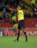 BOGOTA- COLOMBIA -19 -02-2014: Ulises Arrieta, arbitro, durante partido de la sexta fecha de la Liga Postobon I 2014, jugado en el Nemesio Camacho El Campin de la ciudad de Bogota./ Ulises Arrieta, referee during a match for the sixth date of the Liga Postobon I 2014 at the Nemesio Camacho El Campin Stadium in Bogoto city. Photo: VizzorImage  / Luis Ramirez / Staff