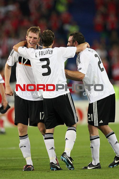 UEFA Euro 2008 Group B Match 20 Wien - Ernst-Happel-Stadion. &Ouml;sterreich ( AUT ) - Deutschland ( GER ) 1:0. <br /> Per Mertesacker ( Germany / Verteidiger / Defender / Werder Bremen #17 ), Arne Friedrich ( Germany / Verteidiger / Defender / Hertha #03 ) und Christoph Metzelder ( Germany / Verteidiger / Defender / Real Madrid #21 ) (l-r) freuen sich nach Spielschlu&szlig; &uuml;ber den 1:0 Sieg.<br /> Foto &copy; nph (  nordphoto  )