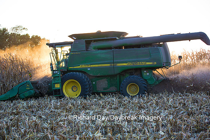 63801-06617 John Deere combine harvesting corn, Marion Co., IL