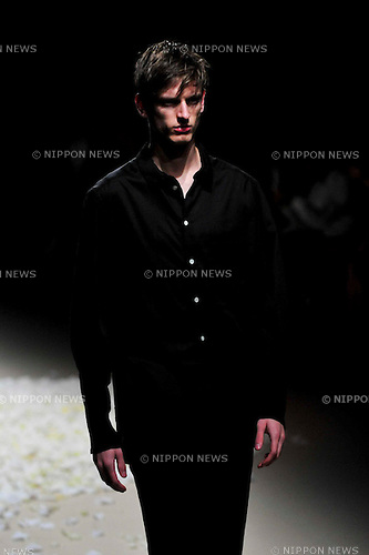..October 15, 2012, Tokyo, Japan - A model poses on the catwalk wearing ''JUN OKAMOTO'' during Mercedes-Benz Fashion Week Tokyo 2013 Spring/Summer. The Mercedes-Benz Fashion Week Tokyo runs from October 13-20. (Photo by Yumeto Yamazaki/Nippon News)