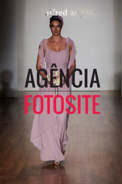 Nova Iorque, EUA &ndash; 10/2013 - Desfile de Alfred Angelo durante a Semana de Moda Noiva - Inverno 2014. <br /> Foto: FOTOSITE