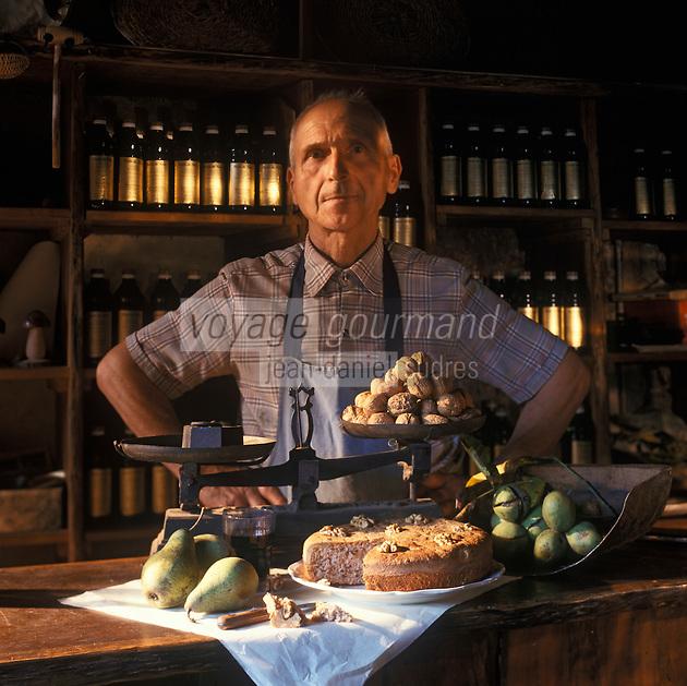 Europe/France/Midi-Pyrénées/46/Lot/Causse de Martel/Martel: Le Gâteau de noix de Mr Castagné dans son moulin<br /> PHOTO D'ARCHIVES // ARCHIVAL IMAGES<br /> FRANCE 1990