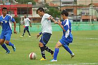 BARUERI, SP - 18.01.2012 – JOGO TREINO – Tiago Gentil (branco) em jogo treino. Nesta quarta-feira (18) a tarde as equipe do Gremio Barueri e Gremio Osasco participaram de um jogo treino, no Centro de Treinamento da Vila Porto em Barueri, na Grande SP. O jogo acabou empatado em 1 a 1, os gols foram marcados por Marcelinho (Barueri) e Luciano (Osasco). (Foto: Renato Silvestre/NewsFree)