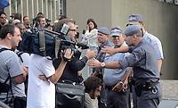 SANTO ANDRE, SP, 15 DE FEVEREIRO 2012 - JULGAMENTO LINDEMBERG ALVES - CASO ELOA - Movimentacao no Forum de Santo Andre onde Lindemberg Alves, de 25 anos, pode prestar depoimento, no terceiro e provável último dia do júri do caso Eloá. Ele é acusado pela morte da ex- namorada Eloá Cristina Pimentel, de 15 anos, em um conjunto habitacional de Santo André, em outubro de 2008. (FOTO: ADRIANO LIMA - BRAZIL PHOTO PRESS).