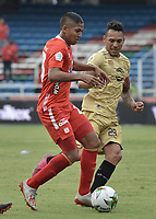 CALI - COLOMBIA, 17-08-2019: Juan Nieva del América disputa el balón con Aldo Leao Ramirez de Rionegro durante partido por la fecha 6 de la Liga Águila II 2019 entre América de Cali y Rionegro Águilas jugado en el estadio Pascual Guerrero de la ciudad de Cali. / Juan Nieva of America struggles the ball with Aldo Leao Ramirez of Rionegro during match for the date 6 as part of Aguila League II 2019 between America de Cali and Rionegro Aguilas played at Pascual Guerrero stadium in Cali. Photo: VizzorImage / Gabriel Aponte / Staff