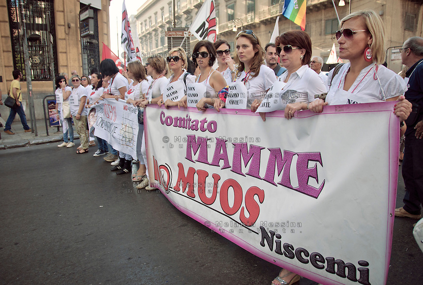 Palermo:le mamme del  movimento no muos in piazza.<br /> Palermo: the protest of the moms of Niscemi against Muos