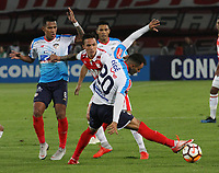 BOGOTÁ -COLOMBIA, 08-11-2018:Luis Seijas(Izq.) jugador de Independiente Santa Fe  de Colombia disputa el balón con Marlon Piedrahita (Der.) jugador  del Atlético Junior  de Colombia durante primer  partido por la semifinal   de La Copa Conmebol Sudamericana 2018,jugado en el estadio Nemesio Camacho El Campín de la ciudad de Bogotá./ Luis Seijas (L) Player of Independiente Santa Fe of Colombia disputes the ball with Marlon Piedrahita (R) Player of Atletico Junior of Colombia during the first match for the semifinal of Conmebol Sudamericana Cup 2018, played at the Nemesio Camacho stadium in Bogotá city.Photo: VizzorImage/ Felipe Caicedo / Staff