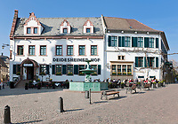 Deutschland, Rheinland-Pfalz, Deidesheim: Hotel Deidesheimer Hof mit Restaurant Schwarzer Hahn am Marktplatz | Germany, Rhineland-Palatinate, Deidesheim: Hotel Deidesheimer Hof with Restaurant Schwarzer Hahn at Markt Square