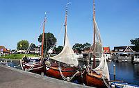 Boten met visnetten in de haven van Harderwijk