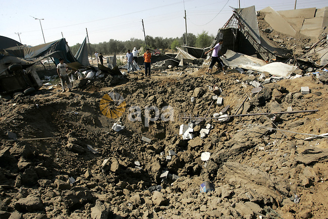 Palestinians inspect the site of an overnight Israeli air raid in Khan Yunis in the southern Gaza Strip on August 20, 2011 on a third day of escalating Israeli-Palestinian tensions. Photo by Abed Rahim Khatib