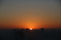 S&Atilde;O PAULO, SP, 29/06/2012, CLIMA TEMPO.<br /> <br /> A capital paulista amanheceu nessa Sexta-feira com uma camada de neblina sobre a cidade.<br /> <br /> Luiz Guarnieri/ Brazil Photo Press
