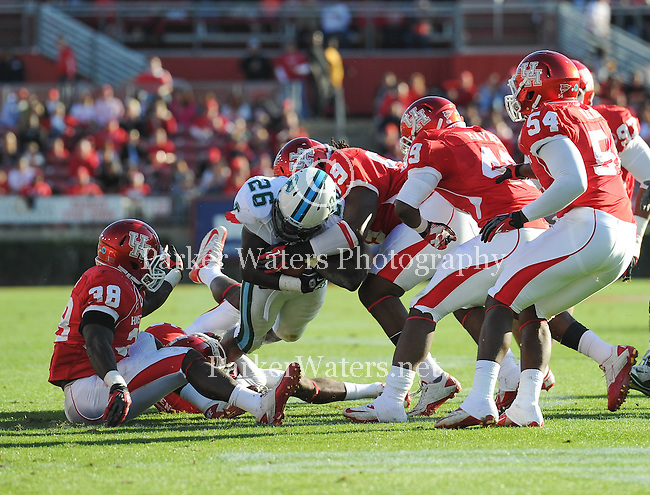 Houston defeats Tulane, 40-17, in the final game of the season and the last game to be played in Robertson Stadium.