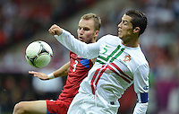 FUSSBALL  EUROPAMEISTERSCHAFT 2012   VIERTELFINALE Tschechien - Portugal              21.06.2012 Michal Kadlec (li, Tschechische Republik) gegen Cristiano Ronaldo (re, Portugal)