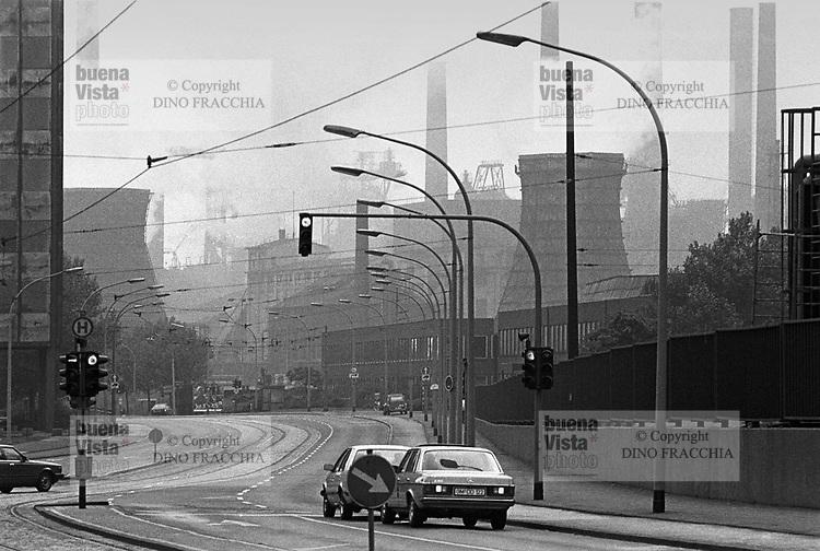 - Germany, city and industrial landscape at Duisburg, in the Rhur area, Thyssen steel factory (may 1987)..- Germania, paesaggio urbano e industriale a Duisburg, nella zona della Rhur, acciaierie Thyssen (maggio 1987)