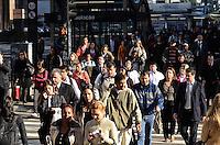 SAO PAULO, 21 DE MAIO DE 2012 - CLIMA TEMPO SP - Manha fria e ensolarada na capital paulista, na regiao da Avenida Paulista nesta sexta feira. FOTO: ALEXANDRE MOREIRA - BRAZIL PHOTO PRESS