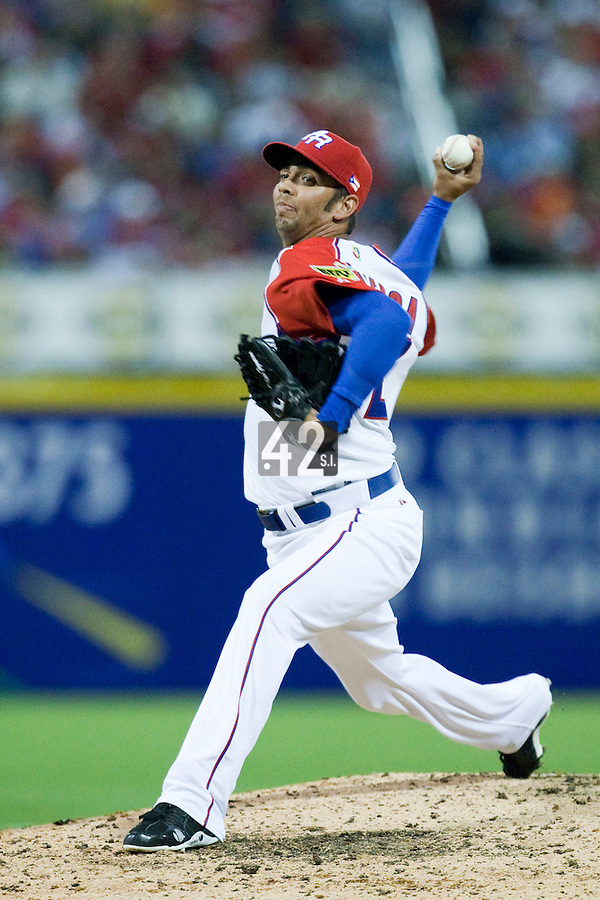 7 March 2009: #27 Nelson Figueroa of Puerto Rico pitches against Panama during the 2009 World Baseball Classic Pool D match at Hiram Bithorn Stadium in San Juan, Puerto Rico. Puerto Rico wins 7-0 over Panama.