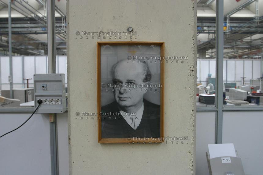 ITALIA- Scarmagno (IVREA) - ex stabilimenti Olivetti -  luogo di lavoro ora chiuso. ritratto di Adriano Olivetti fondatore dell'azienda