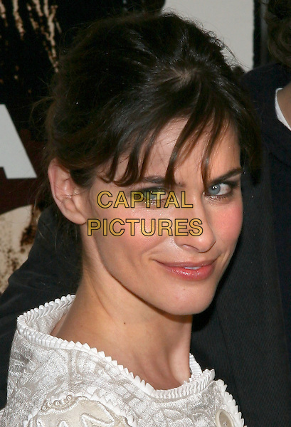 "AMANDA PEET.""Syriana"" world premiere at Lowes Lincoln Square Theatre, New York, NY.  .November 20th, 2005.Photo: Jackson Lee/Admedia/Capital Pictures.Ref: JL/ADM.headshot portrait.www.capitalpictures.com.sales@capitalpictures.com.© Capital Pictures."