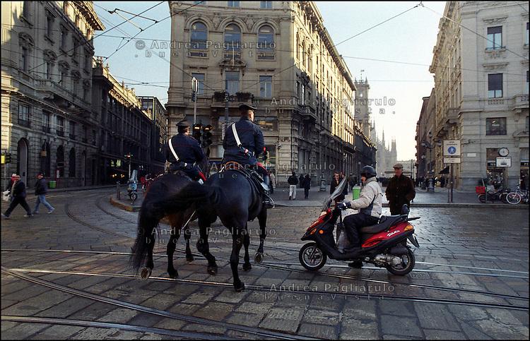 Italia, Milano, 2008.Traffico in città..#### .Italy, Milan, 2008.Traffic..© Andrea Pagliarulo..