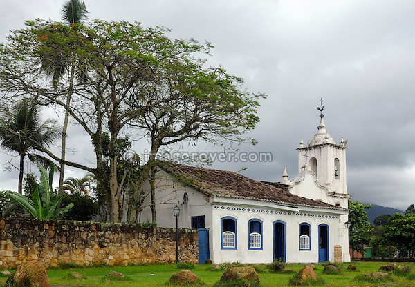 The church Igreja Nossa Senhora das Dores in the historic centre of Paraty, Espirito Santo, Brazil. The beautiful colonial town of Paraty has been a UNESCO World Heritage Site since 1958. Very charming the whitewashed churches and terra-cotta roofs contrast the lush green of the rainforest-clad mountains. --- No signed releases available.