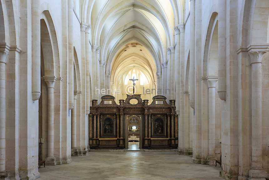 France, Yonne(89), Pontigny, abbaye cistercienne de Pontigny, église abbatiale, la nef // France, Yonne, Pontigny, Cistercian abbey of Pontigny, the church
