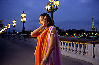 Actress Kareena Kapoor on the Alexendre III bridge in Paris France, for the shooting of the Bollywood film ''Live only for you''Jeena Sirf Merre Liye''