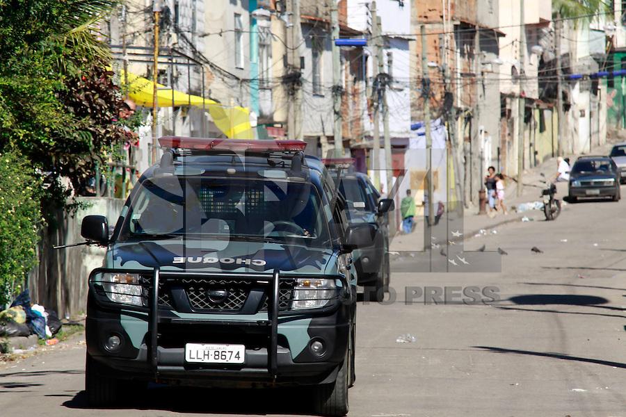 Rio de  janeiro,10 de Julho de 2012- Na  manhã dessa terça-feira(10) policias civis, militares, com apoio do carro blindado ( caveirão) realizaram operação  conjunta na comunidade do jacarezinho,  zona  norte -rj.<br /> Guto Maia / Brazil Photo Press