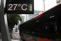 SÃO PAULO, SP, 20.03.2020 - CLIMA-SP - Dia de sol e calor, com temperatura na casa dos 27°, na região da Avenida Paulista, em São Paulo, nesta sexta-feira, 20. (Foto Charles Sholl/Brazil Photo Press)