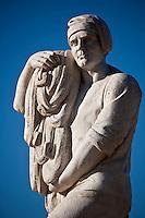 Europe/France/Provence-Alpes-Côte d'Azur/13/Bouches-du-Rhône/ Cassis: Statue sur l'esplanade du port _ Promenade Aristide Briand