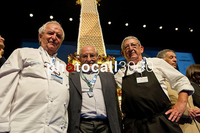 Juan Mari Arzak (I), Alain Senderens (C), Jose Juan Castillo (D). Feria de gastronomía San Sebastián Gastronomika. Congreso Internacional de Gastronomía con lo mejor de la gastronomía vasca, española y mundial