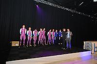 CHAATSEN: ZAANDAM: 08-10-2013, Taets Art Gallery, Perspresentatie Team Beslist.nl, v.l.n.r. Thomas Krol - Jacques de Koning - Jesper Hospes - Sjoerd de Vries - Hein Otterspeer - Mark Tuitert - Michel Mulder - Jurre Trouw (ass. trainer/coach) - Gerard van Velde (trainer/coach), Directeur Kees Verpalen, Presentator Jan van der Meulen, ©foto Martin de Jong
