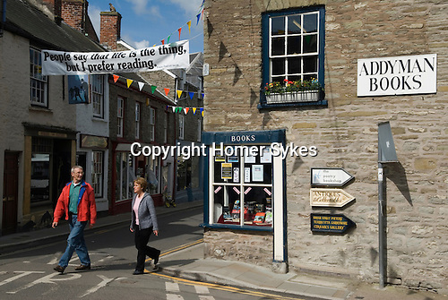Tourists in Hay. The Hay Festival, Hay on Wye, Powys, Wales, Great Britain. 2006.