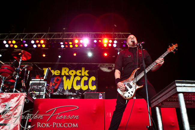 Red performing at Comcast Center in Mansfield 5-20-11