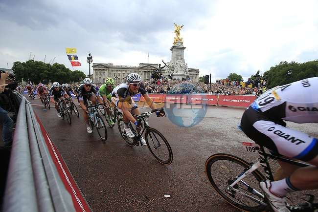Team Giant-Shimano sprint train lead Marcel Kittel (GER)round the final bend at Buckingham Palace at the end of Stage 3 of the 2014 Tour de France running 155km from Cambridge to London. 7th July 2014.<br /> Picture: Eoin Clarke www.newsfile.ie
