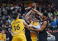 Basketball  1. Bundesliga  2016/2017  Hauptrunde  12. Spieltag  04.12.2016 Walter Tigers Tuebingen - ratiopharm Ulm Isaiah Philmore (2.v.re, Tigers) gegen Augustine Rubit (re, Ulm) beobachtet von Gary McGhee (li, Tigers) und Raymar Morgan (2.v.li, Ulm)