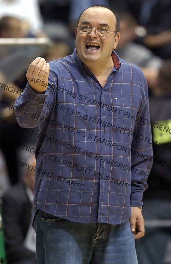 kosarka, good year league.PARTIZAN-SIBENKA.Head coach Dusko Vujosevic.BGD, 06.10.2004..FOTO: SRDJAN STEVANOVIC