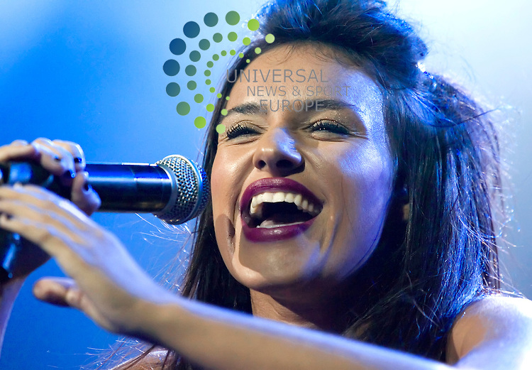 Laura White, provides the support at the Glasgow ABC on Friday 26th February 2010. Laura was previously a contestant on the X Factor 2008 and is now becoming an accomplished performer....Picture: Peter Kaminski/Universal News and Sport (Scotland)