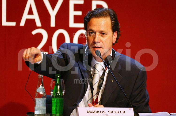 Fussball International FIFA Weltfussballerinn 2005 FIFA Medien Direktor Markus Siegler