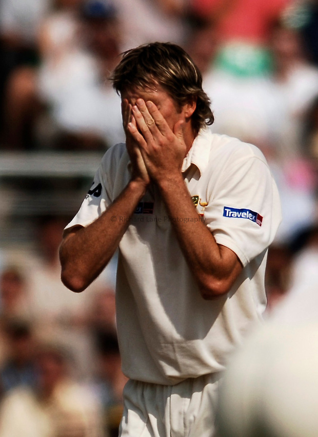Photo: Glyn Thomas..England v Australia. nPower Test Series. The Ashes 2005..09/09/2005..Australia's Glenn McGrath holds his head in his hands.