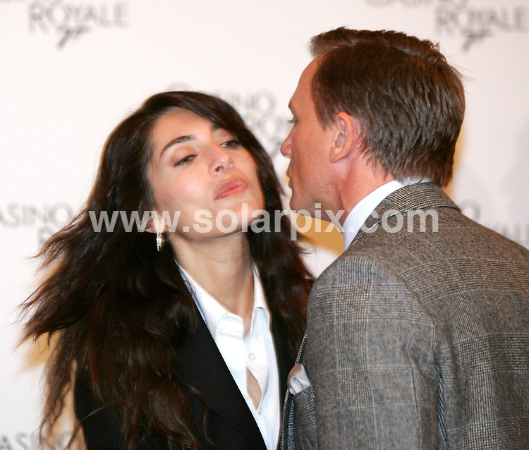 ALL ROUND PICTURES FROM SOLARPIX.COM.SYNDICATION RIGHTS FOR UK, SOUTH AFRICA, DUBAI, AUSTRALIA..Daniel Craig with Bond girl Caterina Murino - The Casino Royale Photocall in Rome - Hotel St. Regis - Rome, Italy..DATE: 14/12/2006-JOB REF: 3173-PHZ.**MUST CREDIT SOLARPIX.COM OR DOUBLE FEE WILL BE CHARGED**