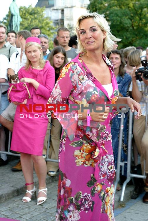 Natuerlich Blond 2<br /> Deutschlandpremiere in Hamburg im Cinemax Dammtor<br /> Brit<br /> Foto &copy; nordphoto / Anja Heinemann<br /> <br /> <br /> <br />  *** Local Caption *** Foto ist honorarpflichtig! zzgl. gesetzl. MwSt.<br />  Belegexemplar erforderlich<br /> Adresse: nordphoto<br /> Georg-Reinke-Strasse 1<br /> 49377 Vechta<br /> Telefon: 04441-89400 / Fax: 04441-894022