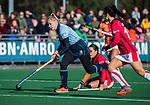 Laren - Lisanne de Lange (Lar) met Maria Jimena Cedres Lobbosco (OR) tijdens de Livera hoofdklasse  hockeywedstrijd dames, Laren-Oranje Rood (1-3).  COPYRIGHT KOEN SUYK