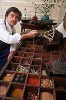 """Europe/France/Bretagne/35/Ille-et-Vilaine/Cancale: Olivier Roellinger Chef de la """"Maison de Bricourt"""" dans sa nouvelle épicerie vouée aux épices"""