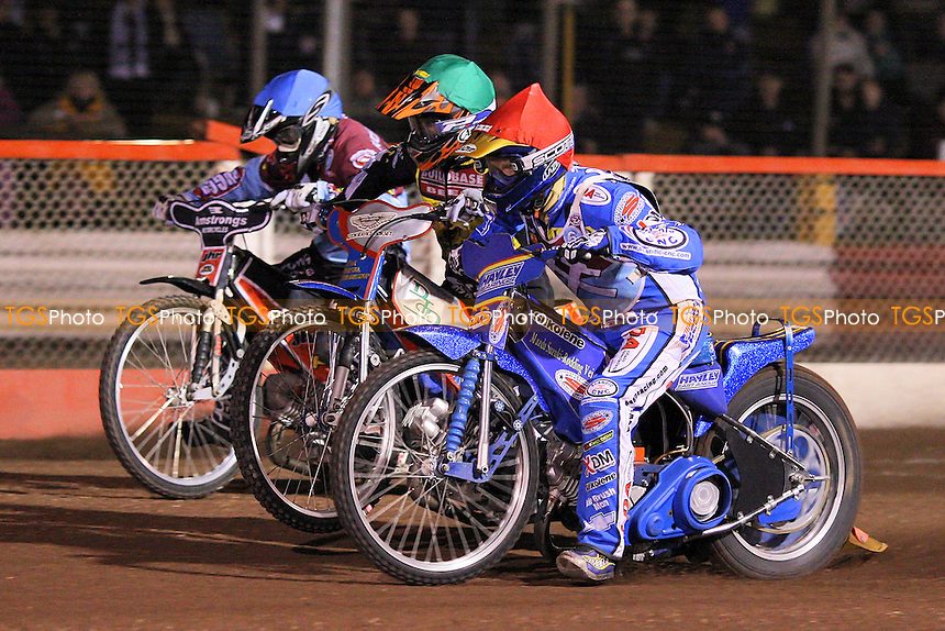 Heat 2: Madsen (red), Frampton (green) and Robson - Lakeside Hammers vs Coventry Bees - Elite League Knockout Cup Final 1st Leg at Arena Essex Raceway - 14/10/09 - MANDATORY CREDIT: Gavin Ellis/TGSPHOTO - Self billing applies where appropriate - Tel: 0845 094 6026