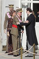 MADRI, ESPANHA, 06 JANEIRO 2013 - PARADA MILITAR ANO NOVO - O Rei da Espanha Juan Carlos (E) comprimenta o primeiro Ministro Mariano Rajoy durante Parada Militar do Ano Novo no Palacio Real de Madri capital da Espanha, neste domingo, 06/01/2013. (FOTO: MIGUEL CORDOBA / ALFAQUI / BRAZIL PHOTO PRESS).