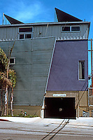 Koning Eizenberg: Electric Art Block, 499 Santa Clara Ave., Venice, CA. 1989-91. On the abandoned right-of-way of electric street car line.  Photo '04.