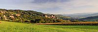 France, Saône-et-Loire (71), Berzé-le-Châtel, château de Berzé-le-Châtel et le village // France, Saone et Loire, Berze le Chatel, the castle