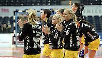 1. Bundesliga Handball Frauen - Punktspiel HC Leipzig (HCL) : DJK / MJC Trier - Arena Leipzig - im Bild: Die HCL Spielerinnen vor dem Spiel - Maria Kiedrowski (2.von vorn) , Jacqueline Hummel (vorn). Foto: Norman Rembarz ..